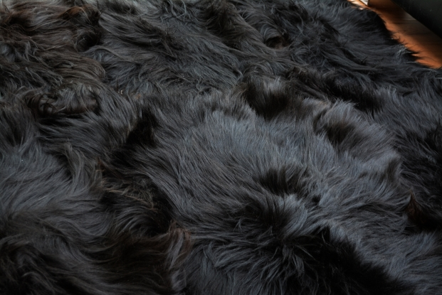 Black sexto icelandic sheepskin carpet natural rug