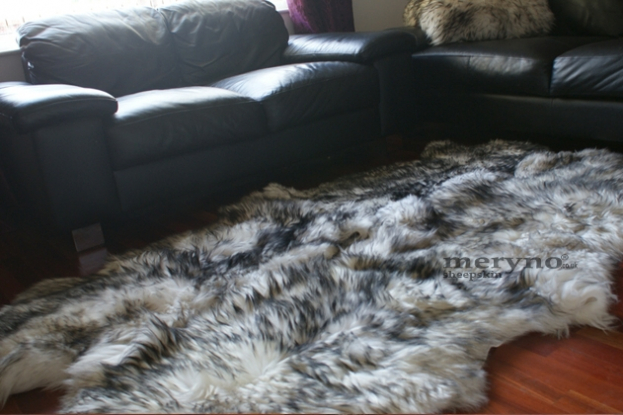 mufflon white-black sheepskin rug