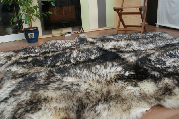 mufflon white-black 6 sheepskin rug